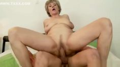 Winsome mature lady in blowjob video
