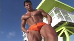 Muscle Hunks – Tony DaVinci – The Exhibitionist Part 1