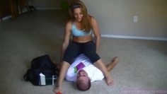 savannah fox humiliated guy by her feet and armpit